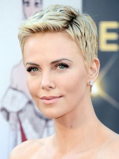Actress Charlize Theron attended the 2013 Academy Awards sporting a killer pixie haircut that fully exposes her gorgeous face. If you have a fuller face, a