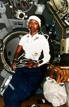 """fuckyeahfeminists: """"Mae Jemison Became 1st Black Woman To Fly In To Space On This week In 1992 On September 12, 1999, Jemison fulfilled a lifelong dream she held ever since she was a small girl in..."""