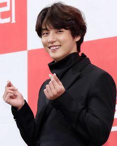 Korean Celebrities, Korean Actors, Jason King, Yoon Shi Yoon, Kdrama, Actors & Actresses, Suit Jacket, Hairstyles, Artists