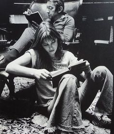 """Celebrate the with photos of stylish people reading. Here's Jane Birkin & Serge Gainsbourg! Serge Gainsbourg, Gainsbourg Birkin, Jane Birkin, Hippie Man, Provocateur, Woman Reading, Reading People, Black And White Photography, Young Love Photography"
