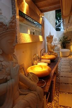 Love the basins Beautiful Balinese Bathroom- get this done indoors and you may not want to step outdoors Balinese Interior, Balinese Decor, Bali Style Home, Zen Style, Balinese Bathroom, Bali Decor, Balinese Garden, Bali House, Interior And Exterior