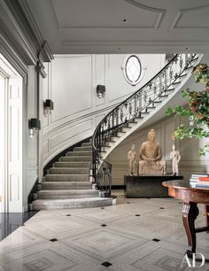 Nice Grand Staircase — Railing Stairs and Kitchen Design Foyer Staircase, Curved Staircase, Staircase Design, Staircases, Marble Staircase, Architectural Digest, Escalier Design, Plafond Design, Foyer Design