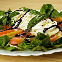 Ensalada Capresse - Tomate, albahaca y queso mozzarella. #Doblecremacafe