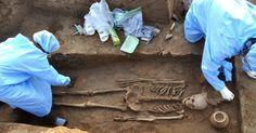 VALE DO INDO - Arqueólogos encontraram esqueletos com cerca de 5.000 anos em uma antiga aldeia no norte da Índia. Quatro esqueletos humanos completos - dois homens, uma mulher e uma criança - foram descobertos em Haryana, onde se acredita que viveu a chamada civilização do Vale do Indo, uma dos primeiros grandes ajuntamentos da História