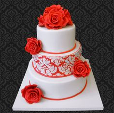 Red rouses wedding cake — Round Wedding Cakes