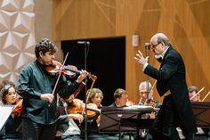 O violinista Daniel Guedes e o maestro Roberto Tibiriçá se apresentam, com a Orquestra Sinfônica Brasileira, um programa com três obras de Beethoven. Foto: Cicero Rodrigues
