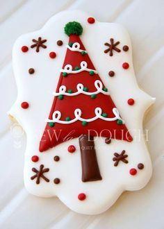 Cute Christmas tree cookies by angela Christmas Tree Cookies, Iced Cookies, Christmas Sweets, Noel Christmas, Cookies Et Biscuits, Holiday Cookies, Christmas Baking, Modern Christmas, Simple Christmas