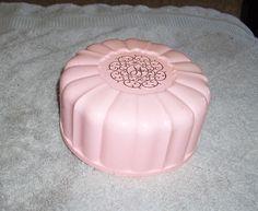 1960's Pink Vintage April Showers Dusting Powder Box