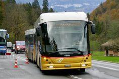 Hess Buszug 'BE 474 560' von Lauterbrunnen als Bahnersatz nach Lauterbrunnen, am 2.11.19 bei der Einfahrt in die provisorische Haltestelle bei der Abzweigung Zweilütschinen. Post Bus, Busse, Driveway Entrance, Fountain, Swiss Guard, Train, Vehicles