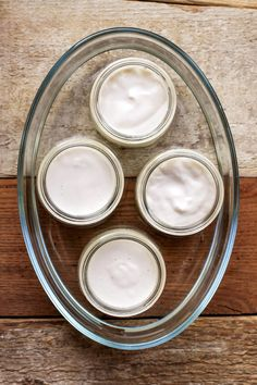 Smooth and creamy homemade yogurt made from almond milk. Healthy, packed with good bacterias and easy to make! Almond Milk Yogurt, Make Almond Milk, Homemade Almond Milk, Vegan Yogurt, Homemade Yogurt, Coconut Milk, Agar Agar, Yogurt Recipes, Vegan Recipes