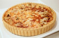 onion quiche - קיש בצל ופטריות עם גבינת קשקבל (in hebrew)
