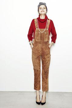 knit¥36,000  overalls¥87,000  cap¥6,800  necklace¥48,000  bangle¥56,000  pumps¥85,000