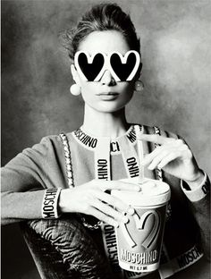 Steven Meisel shoots supermodels Stella Tennant, Carolyn Murphy, Linda Evangelista, Raquel Zimmermann, Saskia de Brauw and Karen Elson for the Moschino F/W 2014/15 ad campaign. It was only a few days ago Moschino released its first campaign with Jeremy Scott as the brand's new creative director.