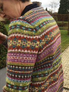 Happy knitting , happy 2018 Fair Isle Knitting Patterns, Knitting Machine Patterns, Knit Patterns, Sewing Patterns, Stitch Patterns, Loom Knitting, Knitting Stitches, Knitting Socks, Free Knitting