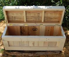 DIY Reclaimed Pallet Chest /Trunk | 101 Pallets