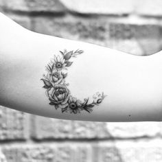 Collection of hippie tattoo images in collection) Bff Tattoos, Black Tattoos, Body Art Tattoos, Small Tattoos, Cool Tattoos, Sleeve Tattoos, Tatoos, Tattoo Designs For Women, Flower Tattoo Designs