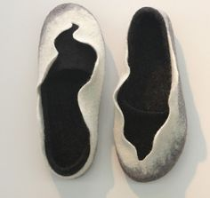 e8bb4c7b84f White and black felted wool slippers