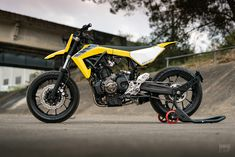 Flying start: An supermoto from a first-time builder Ducati, Yamaha Mt07, Flat Tracker, Yamaha Supermoto, Block Painting, Design Language, Porsche Design, Paint Schemes, Cool Bikes