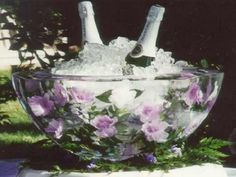 How Pretty!   Gorgeous centerpiece idea for upcoming celebrations