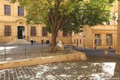 Le musée Granet, créé en 1828 dans le prieuré de l'église Saint-Jean-de-Malte, s'est enrichi vingt ans plus tard lorsque le peintre François Marius Granet fait don de l'ensemble de sa collection à sa ville natale. Il présente des œuvres allant du XIVe au XXe siècle, avec une place particulière pour l'enfant du pays, Paul Cézanne.