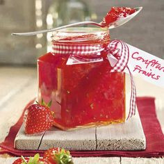 Rhubarb Strawberry Jam Strawberry Rhubarb Recipe, a duo that always works wonderfully! – Discover the delicious recipes of Dr. Strawberry Rhubarb Recipes, Strawberry Jam, Rhubarb Rhubarb, Jam And Jelly, Lemon Balm, Marmalade, Hot Sauce Bottles, Make It Simple, Yummy Food