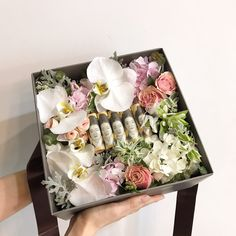 Flower Boxes, Flowers, Trousseau Packing, Candle Art, Explosion Box, Wall Sculptures, Crafts To Do, Flower Wall, Flower Arrangements