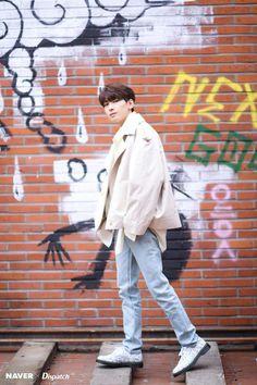 Wonwoo - V Low Tone Show special filming Naver x Dispatch Jeonghan, The8, Hoshi, Seventeen Lyrics, Seventeen Debut, Btob, Minhyuk, K Pop, Banda Kpop