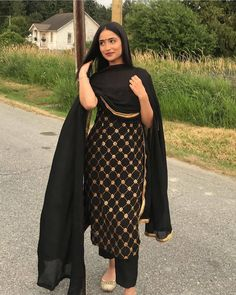 Best Trendy Outfits Part 8 Punjabi Suits Designer Boutique, Indian Designer Suits, Embroidery Suits Punjabi, Embroidery Suits Design, Designer Party Wear Dresses, Kurti Designs Party Wear, Pakistani Dress Design, Pakistani Outfits, Indian Wedding Outfits