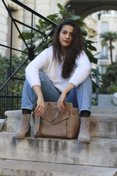 A special shoutout to Hajare who is with the cute .Kate Lee ESTHER style in taupe !   #katelee #leather #bag
