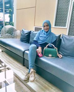 hijaber genit #dailymakeuphijab Muslim Fashion, Hijab Fashion, Hijab Jeans, Hijab Tutorial, Daily Makeup, Hijab Outfit, Outfits, Style, Swag