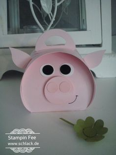 stampin sylvester happy new year luck pig curvy keepsake silvester 2016 zierschachtel Glücks - schwein Diy And Crafts, Crafts For Kids, Paper Crafts, Birthday Box, Birthday Cards, Silvester Party, Pig Party, This Little Piggy, New Year Gifts
