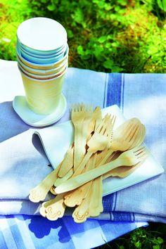 Um die Umwelt zu entlasten: Pappbecher und Holzbesteck (z.B. bei Staples) anstatt Plastik burdafood.net/Jan-Peter Westermann http://www.meine-familie-und-ich.de/