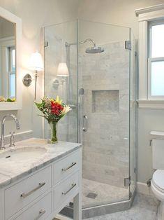 Fresh small master bathroom remodel ideas on a budget (40)