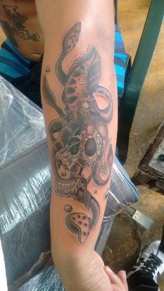 Tattoo calamar craneo