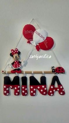 Process of Mickey Mouse Dreamcatcher By: Zane Nava Mickey E Minie, Minnie Mouse Party, Felt Name Banner, Name Banners, Candy Theme Birthday Party, Mobiles For Kids, Name Decorations, Felt Crafts Diy, Fabric Crafts