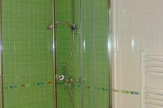 Kinderbadezimmer Struker grün Bathtub, Bathroom, Bathing, Standing Bath, Washroom, Bathtubs, Bath Tube, Full Bath, Bath