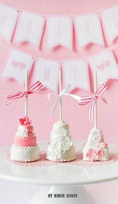 Pretty wedding cake cake pops by niner bakes {step-by-step tutorial}. Wedding Cake Pops, Pretty Wedding Cakes, Wedding Sweets, Fancy Cakes, Cute Cakes, Mini Cakes, Cupcake Cakes, Cake Pop Designs, Cake Pops How To Make