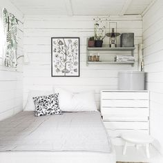 I bet that bedroom leave you invigorated and rejuvenated after a deep good night's sleep. Shed Decor, Home Decor, Scandinavian Cottage, Shed Interior, Wooden Cottage, Simple Furniture, Romantic Cottage, Shabby Chic Homes, Beautiful Bedrooms