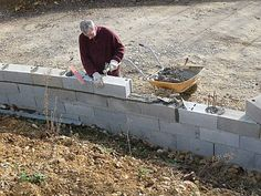Building a Closing Wall In 8 Steps Cement Tools, Concrete Block Walls, Build A Wall, Diy Bench, Modern House Plans, Modern Architecture, Habitats, Backyard, Building