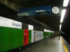 Resultado de imagem para placas de sinalização no metro
