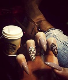 Stiletto nails with jewels Dope Nails, Get Nails, Fancy Nails, Nails On Fleek, How To Do Nails, Fabulous Nails, Gorgeous Nails, Pretty Nails, Nail Candy