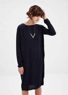 Collier graphique et robe en laine. Comment assortir ses bijoux et sa tenue? https://one-mum-show.fr/colliers/