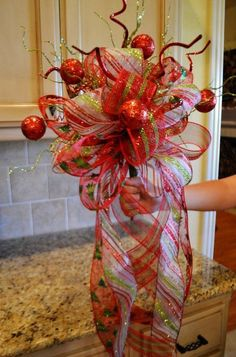 Nancy is teaching you how to make an XL Tree Topper Bow for your Christmas Tree out of Beautiful Glittery Christmas Ribbon. Description from pinterest.com. I searched for this on bing.com/images