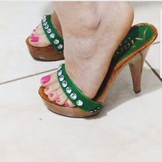 Green style with stones #clogs #zuecos #Zoccoli #verde #green #cool #sexyfeet #feet #heel #onlineshopph #KiaraShoes #italiangirl #italy #madeinitaly #follow #click #quickdelivery #women #fetish #tacco12sinasce