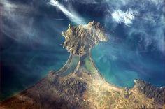 Dal tweet dell'astronauta Chris Hadfield: Orbetello e il monte Argentario - Toscana, dallo spazio