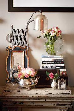 GAAYA arte e decoração: Como dispor objetos de decoração em mesas, cômodas, estantes...