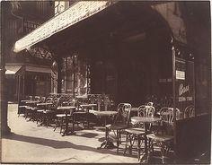 Eugène Atget  Café, Avenue de la Grande-Armée (1924-1925).