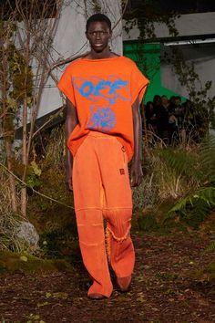 Off-White Fall Winter 2019 Runway Collection Paris Fashion Week Offset Playboi Carti virgil abloh 70s Fashion Men, Seoul Fashion, Weird Fashion, Runway Fashion, Korean Fashion, Winter Fashion, Paris Fashion, Mode Streetwear, Streetwear Fashion