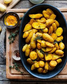 Turmeric roast potatoes  by @rebelrecipes Recipe: 1 yellow onion chopped 4 garlic cloves sliced or minced 5 cups potatoes 1/2 tablespoon turmeric powder 1 teaspoon salt 1/2 teaspoon black pepper 1/2 tablespoon curry powder optional 3-4 tablespoons olive oil  PREPARATION Preheat oven to 375ºF. Line a baking sheet with parchment paper. In a gallon plastic bag or large bowl combine onion garlic potatoes seasonings and olive oil. Mix to combine until all of the potatoes are well-coated. Pour the…