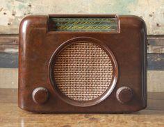 Bush bakelite radio